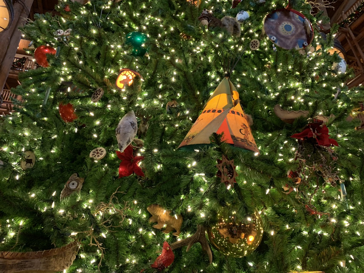 disney world hotels christmas decorations wilderness lodge tree 2.jpg