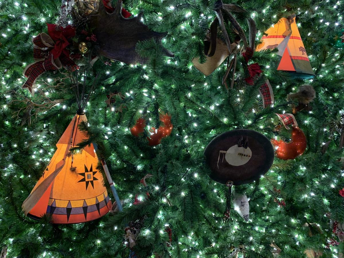 disney world hotels christmas decorations wilderness lodge tree 4.jpg