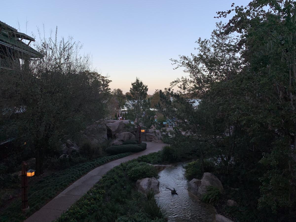 disneys wilderness lodge review lobby grounds 3.jpg