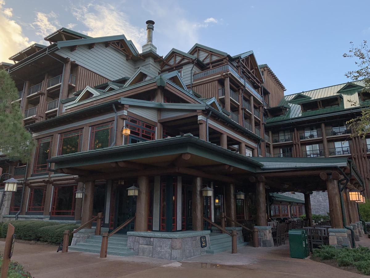 disneys wilderness lodge review lobby grounds 4.jpg