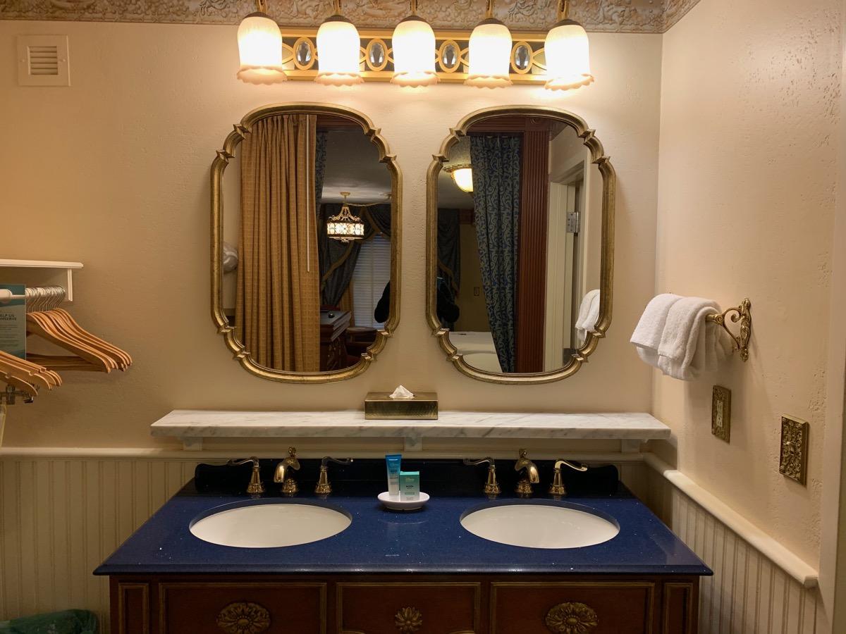 disney port orleans riverside royal guest room bathroom 2.jpeg