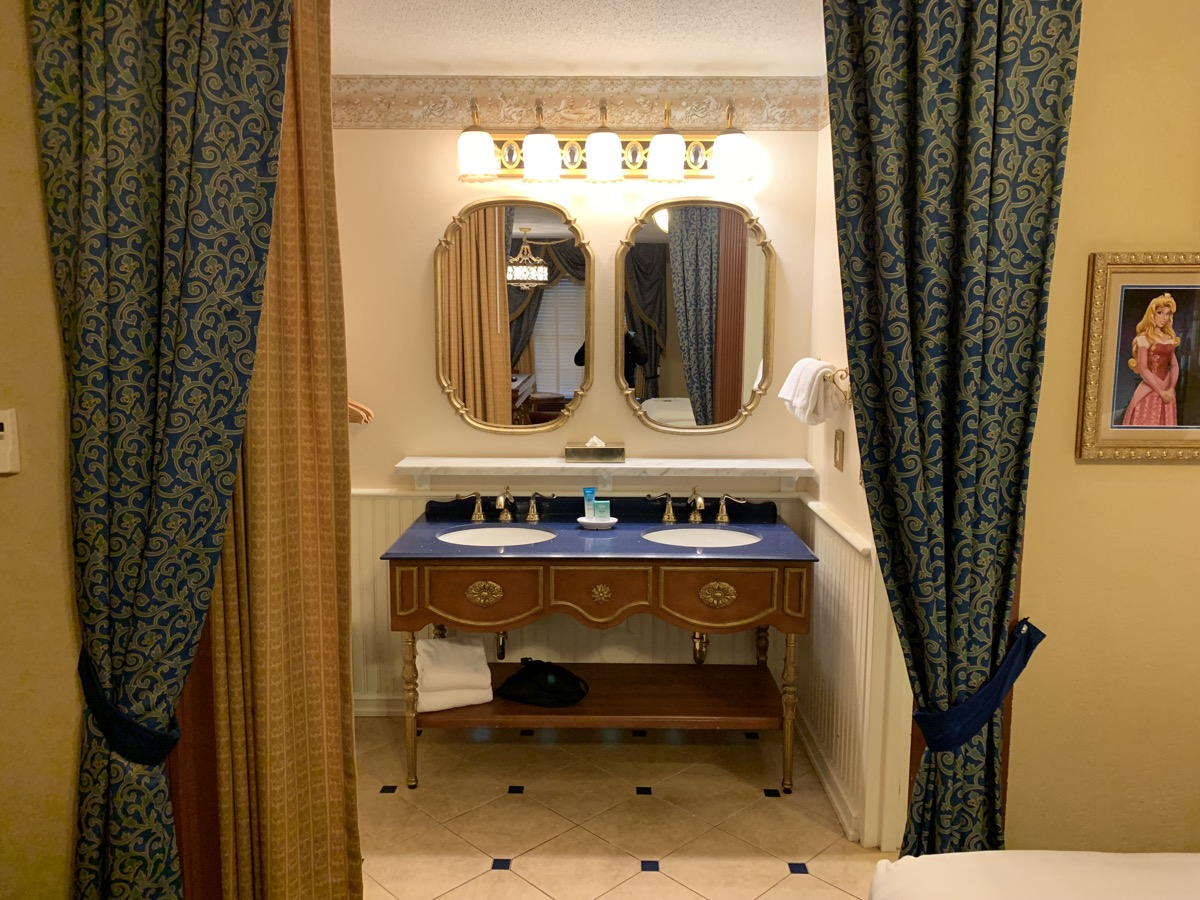 disney port orleans riverside royal guest room bathroom 1.jpeg
