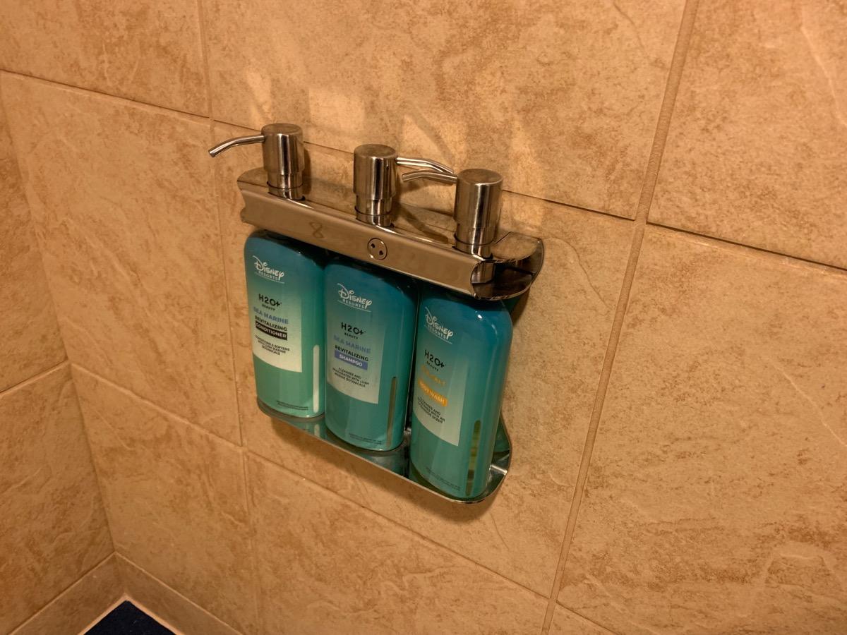disney port orleans riverside royal guest room bathroom 4.jpeg