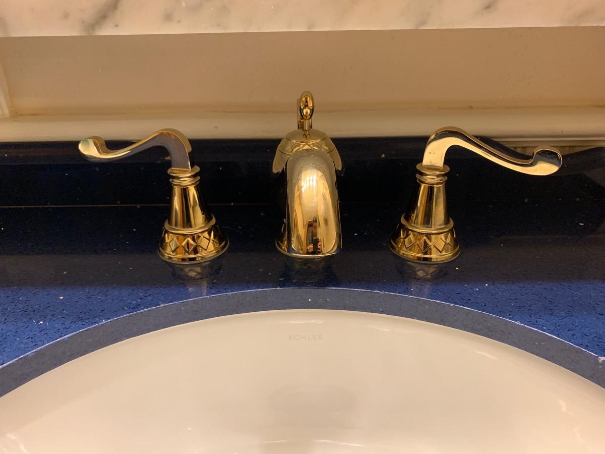 disney port orleans riverside royal guest room bathroom 12.jpeg