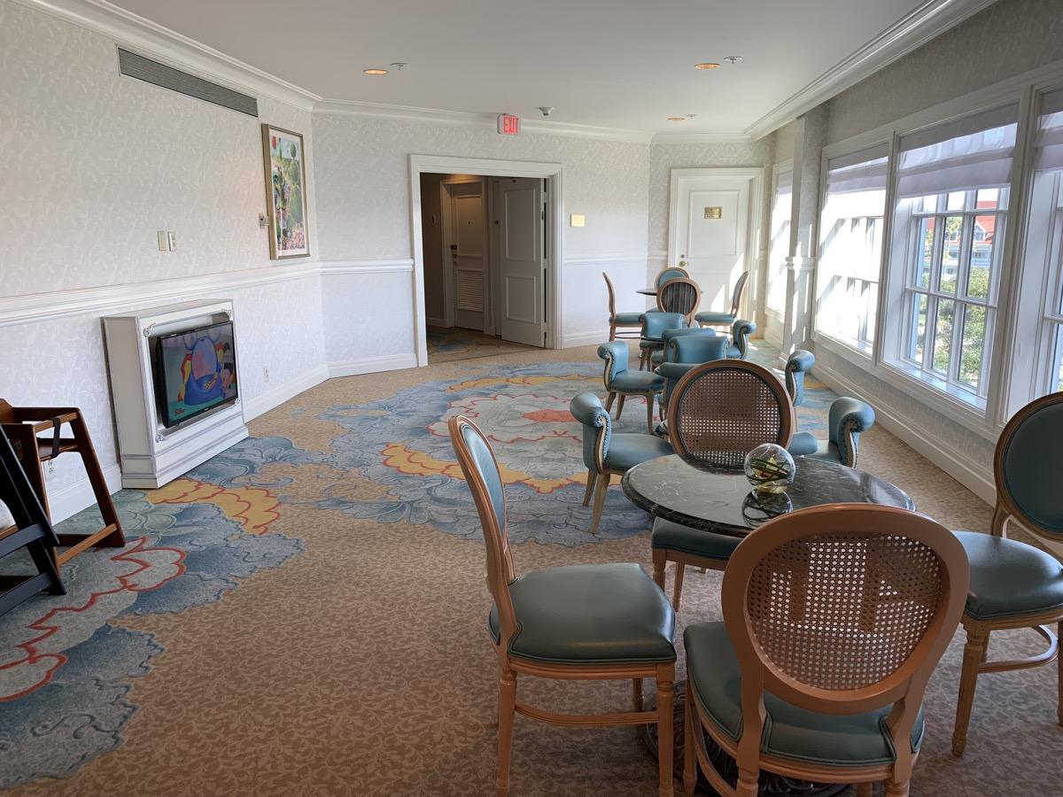disney grand floridian royal palm club level review main lounge 1.jpeg