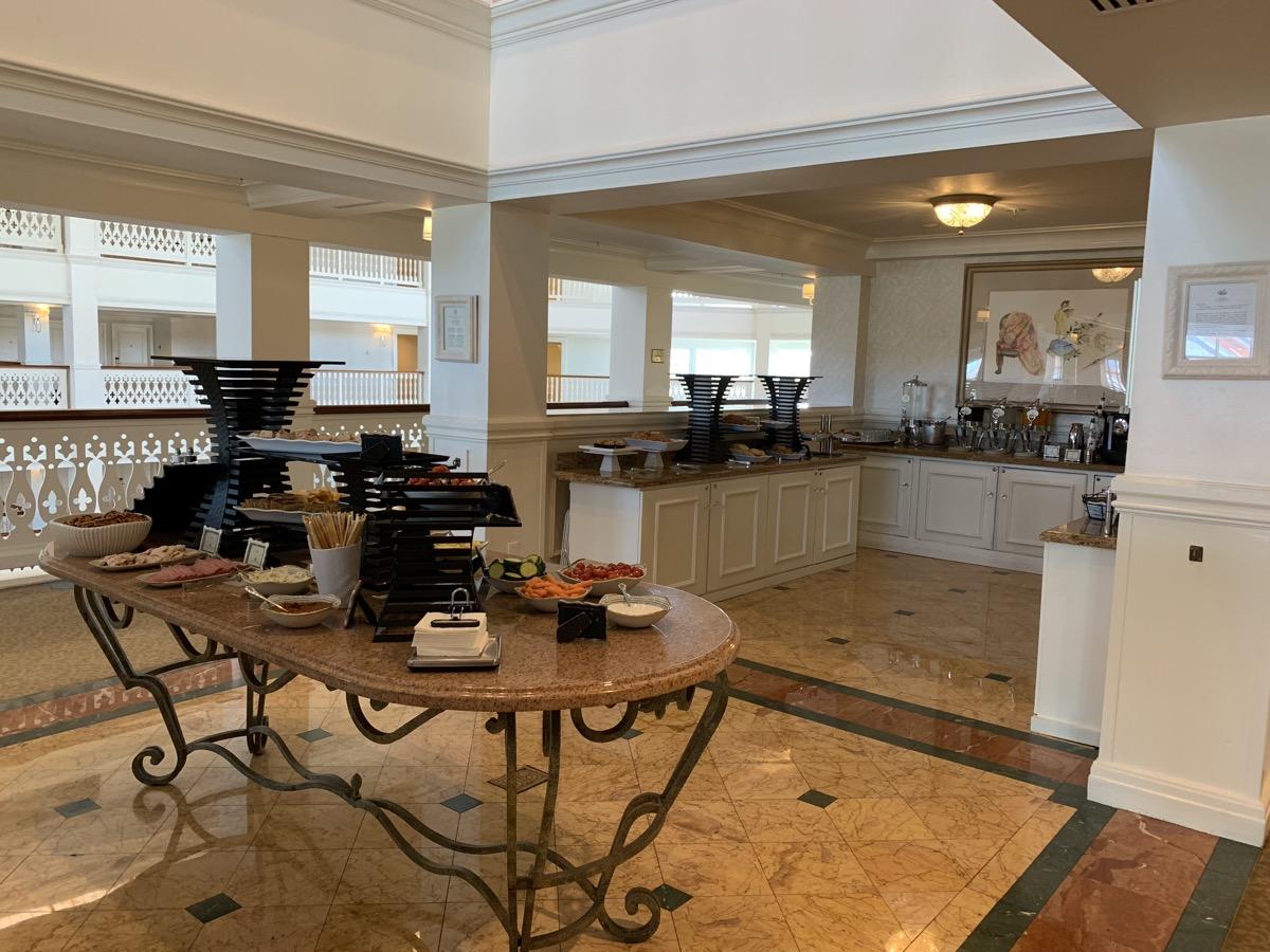 disney grand floridian royal palm club level review main lounge 6.jpeg