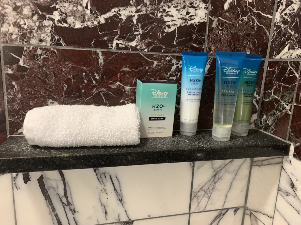disneys contemporary resort review room bathroom 8.jpeg