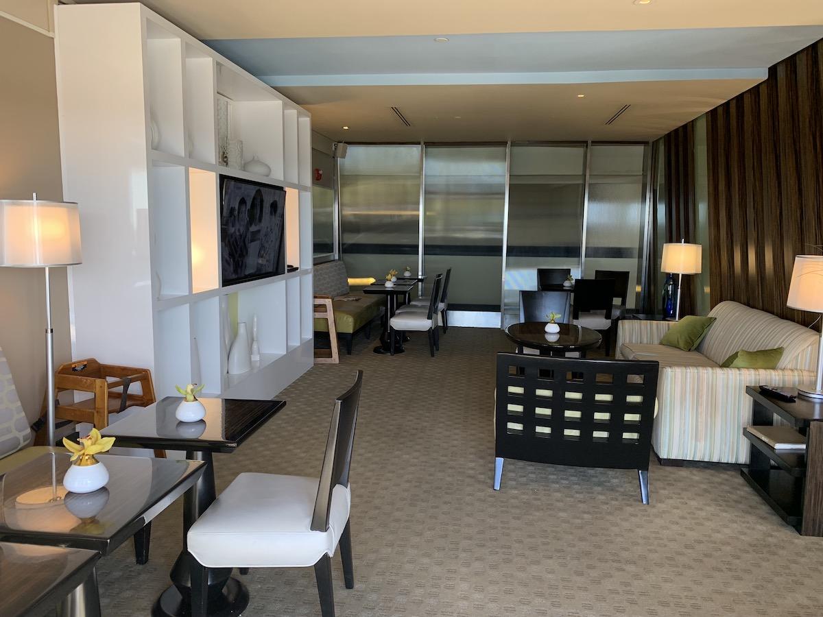 zdisney contemporary atrium club level review lounge 11.jpeg