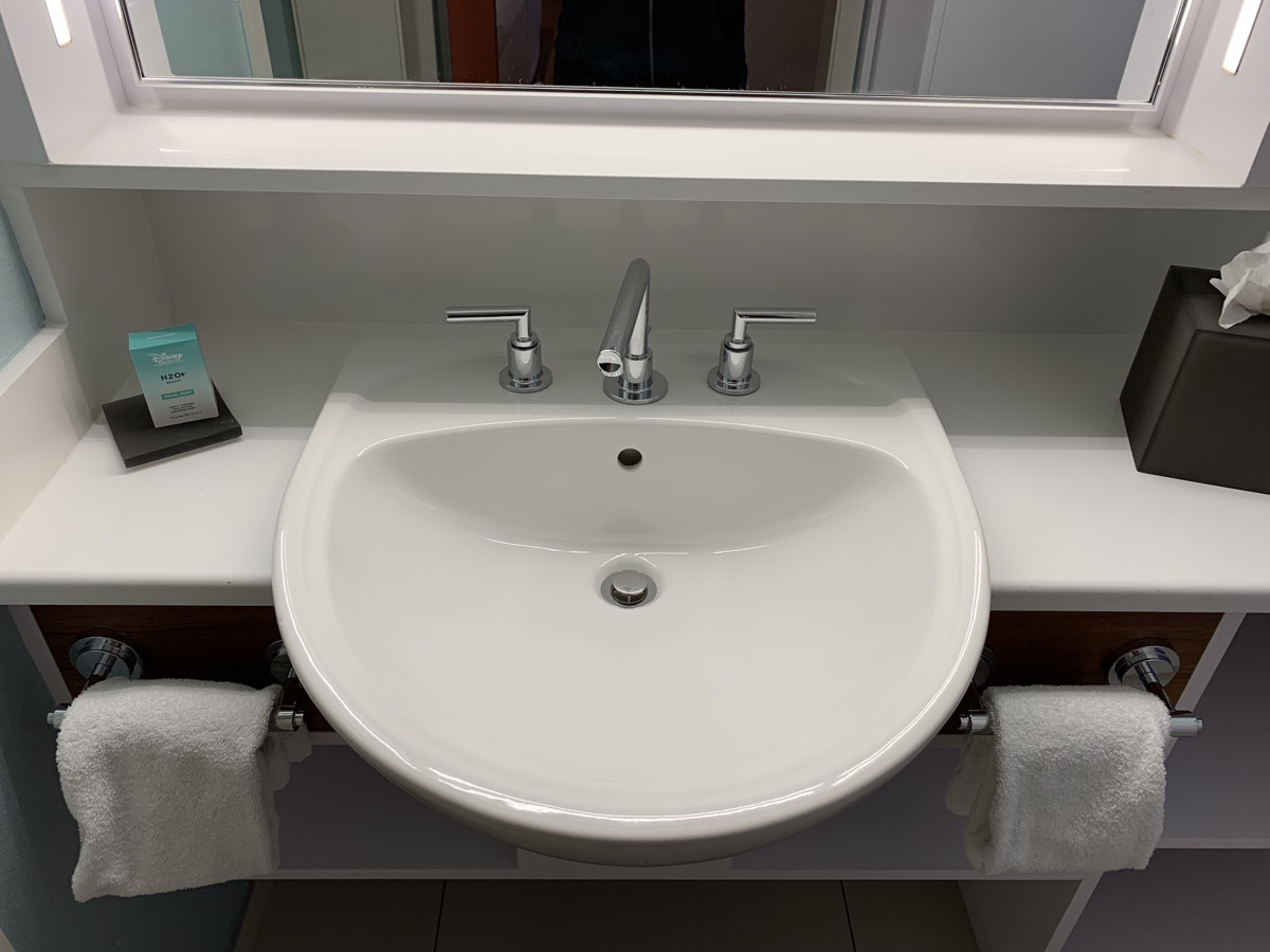 disney world pop century review room bathroom 2.jpeg