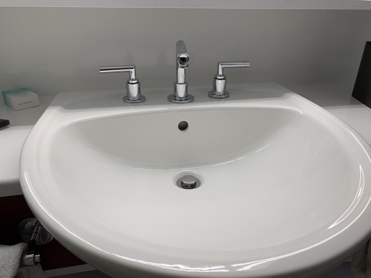 disney world pop century review room bathroom 8.jpeg