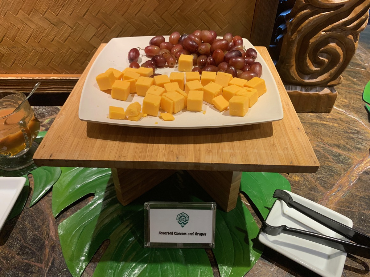 disney polynesian village king kamehameha club level review appetizers 10.jpeg