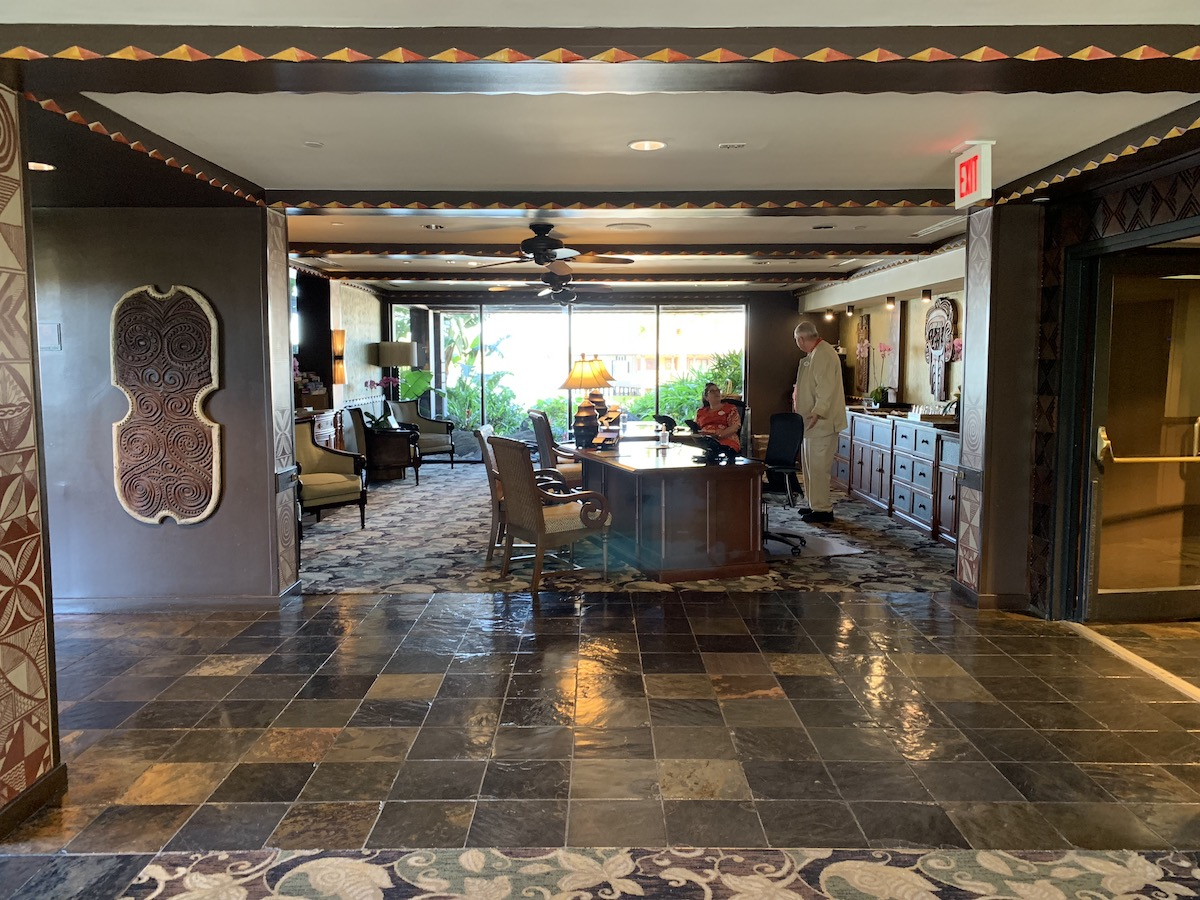 disney polynesian village king kamehameha club level review desk.jpeg
