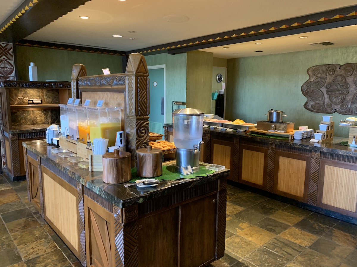 disney polynesian village king kamehameha club level review serving area.jpeg
