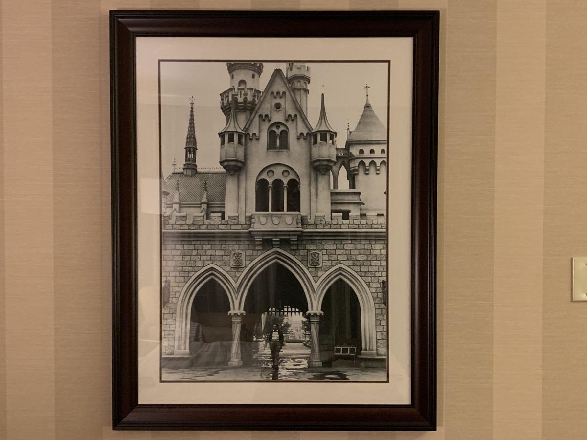 disneyland hotel review room detail 6.jpeg
