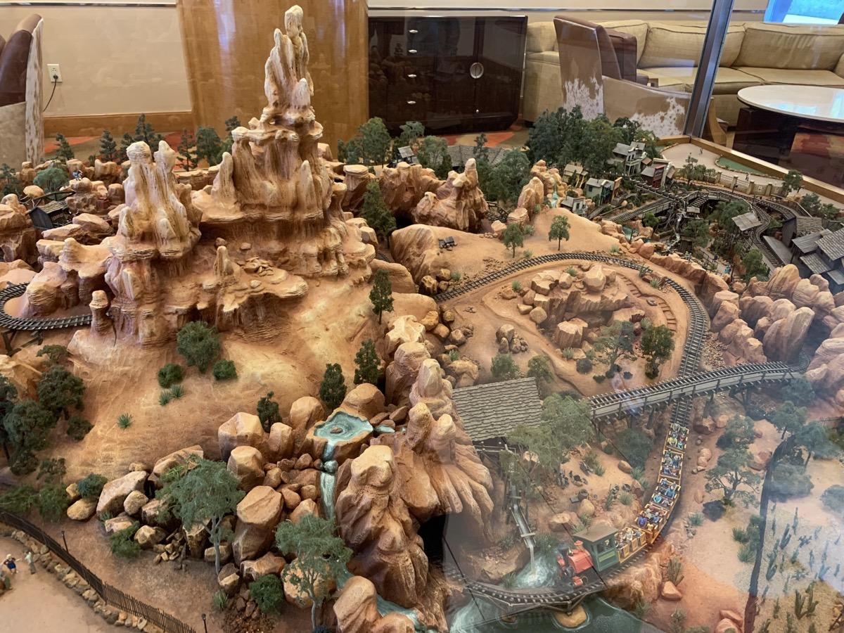 disneyland hotel review frontier 9.jpeg