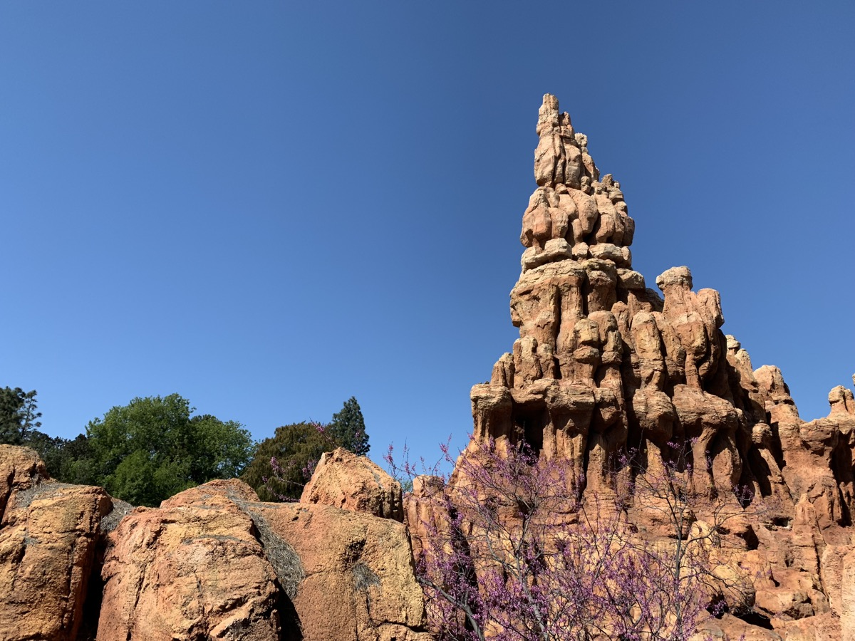 disneyland rides guide big thunder mountain railroad.jpeg