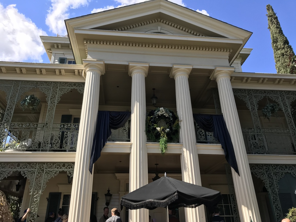 disneyland rides guide haunted mansion.jpg