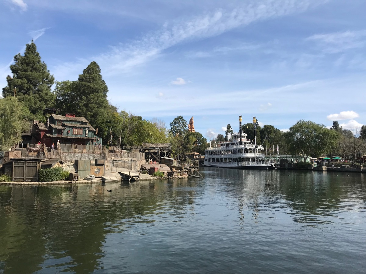 disneyland rides guide mark twain.jpg