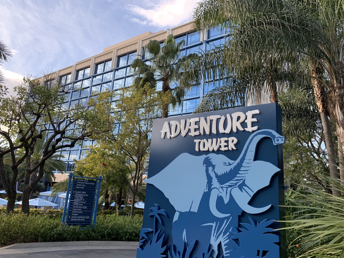 disney california adventure extra magic hour EMH hotel guest.jpeg