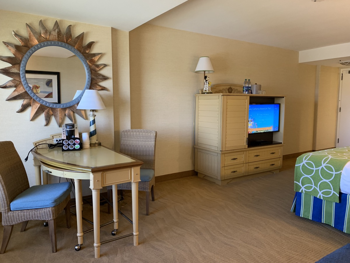 disney paradise pier hotel review room 15.jpeg