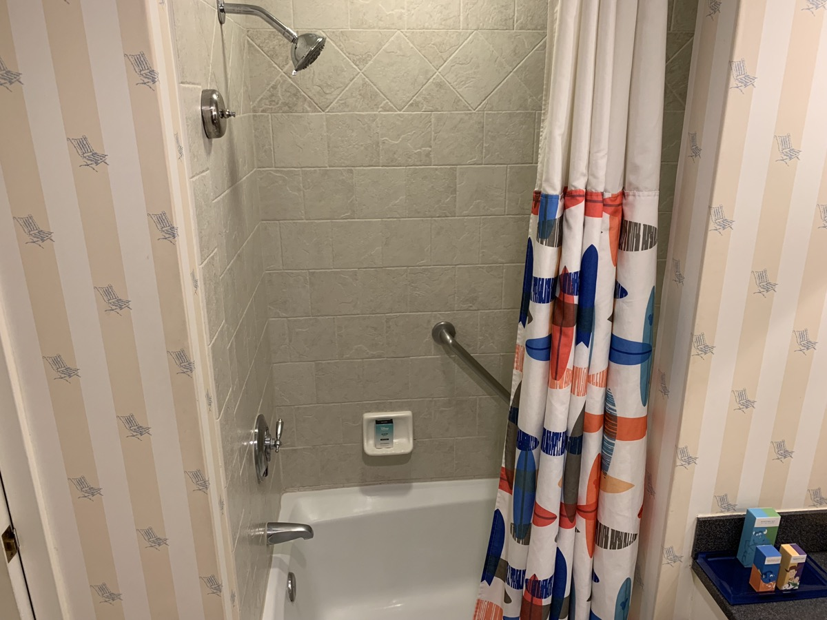 disney paradise pier hotel review room bathroom 7.jpeg