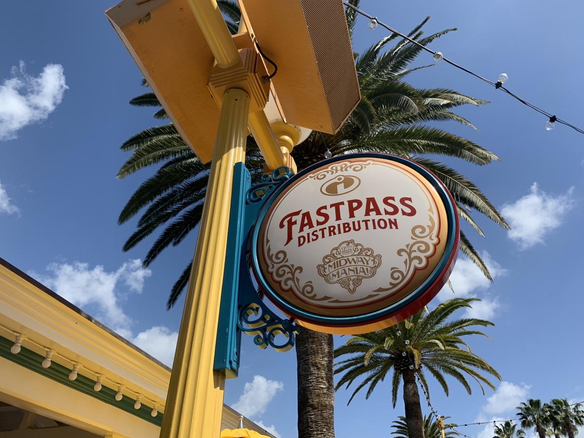 disneyland fastpass maxpass pixar kiosk 3.jpeg