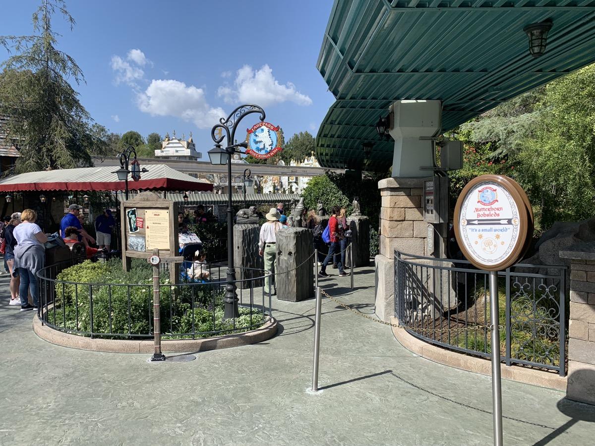 disneyland fastpass maxpass matterhorn small world kiosk 1.jpeg