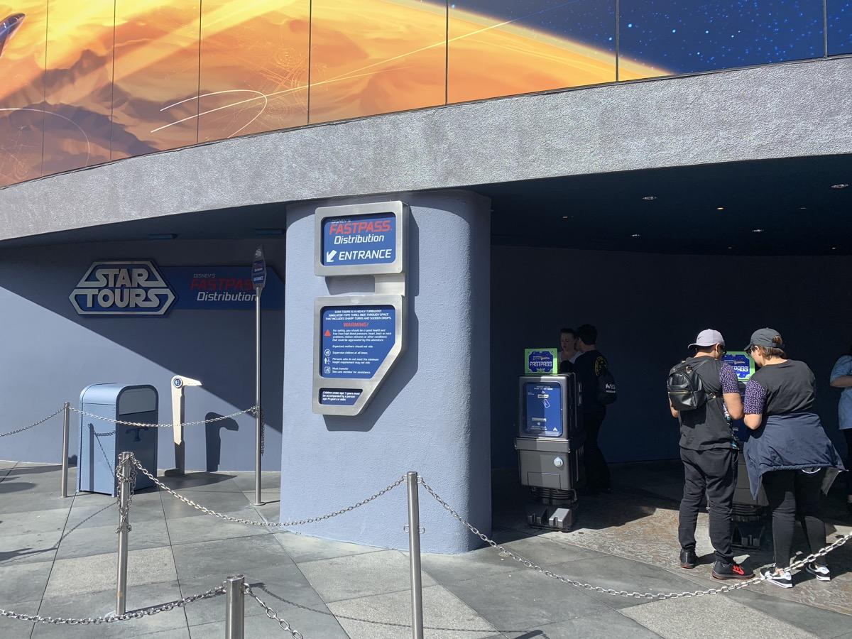 disneyland fastpass maxpass star tours kiosk 2.jpeg