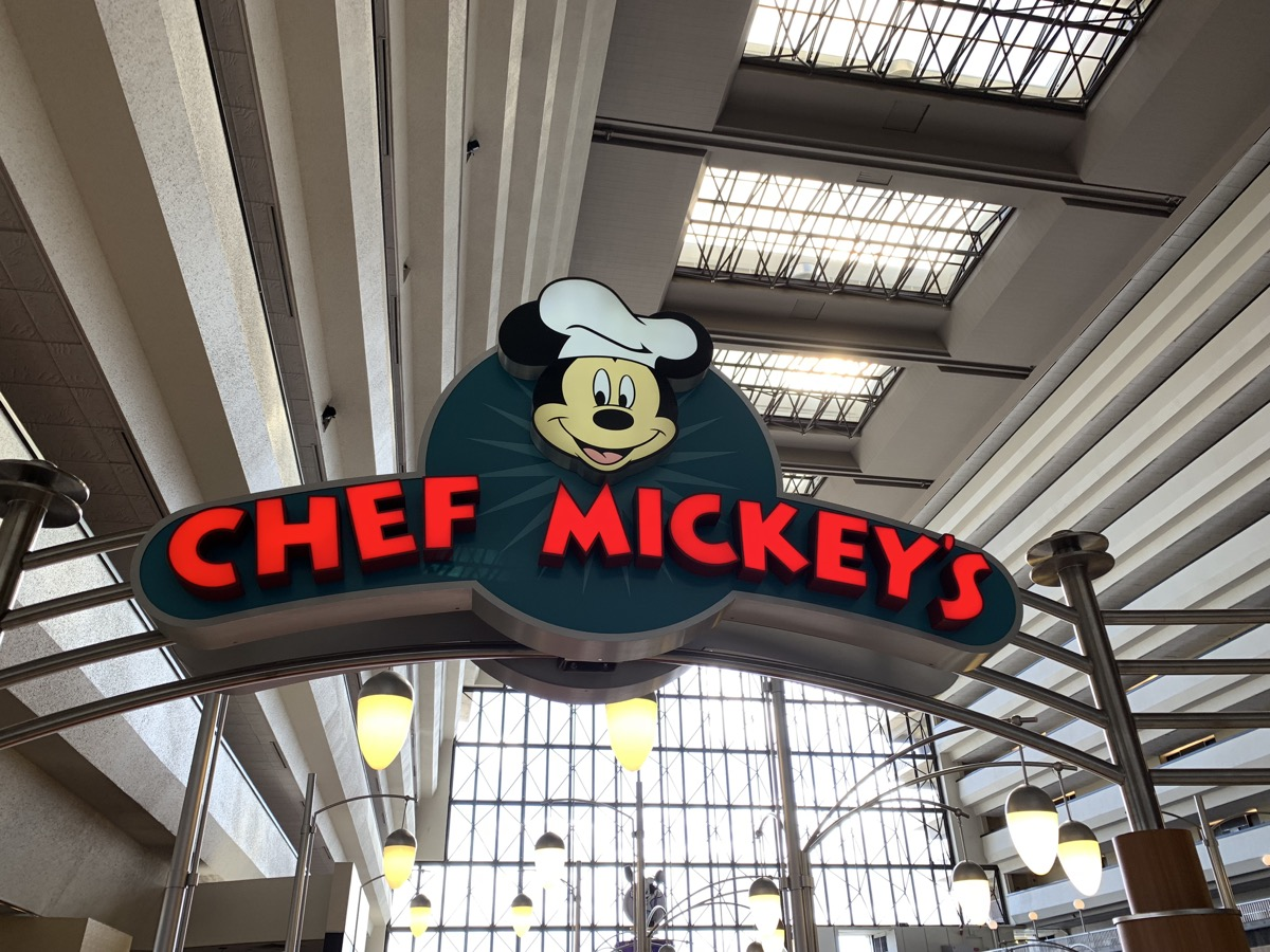 disney dining reservations chef mickeys.jpeg