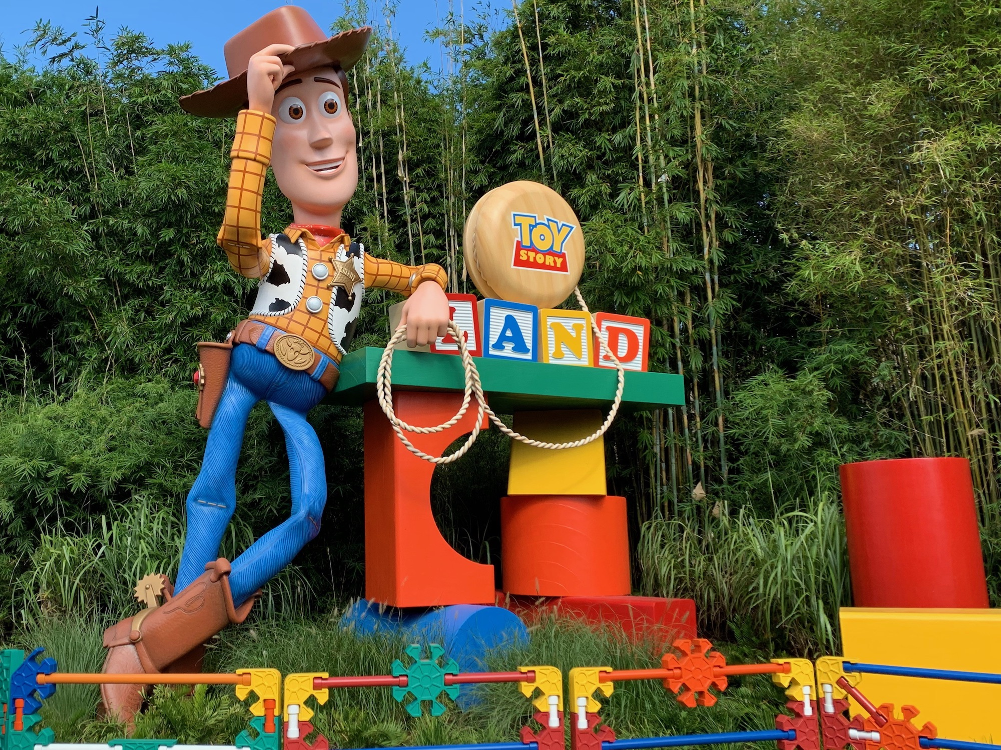roundup rodeo bbq toy story land woody.jpeg
