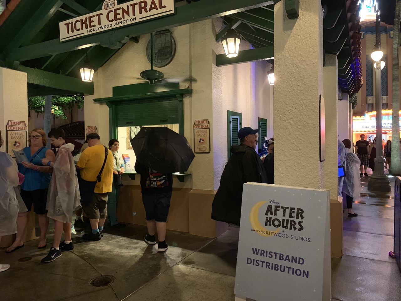 disney world hollywood studios after hours review 02 wristband distribution.jpeg