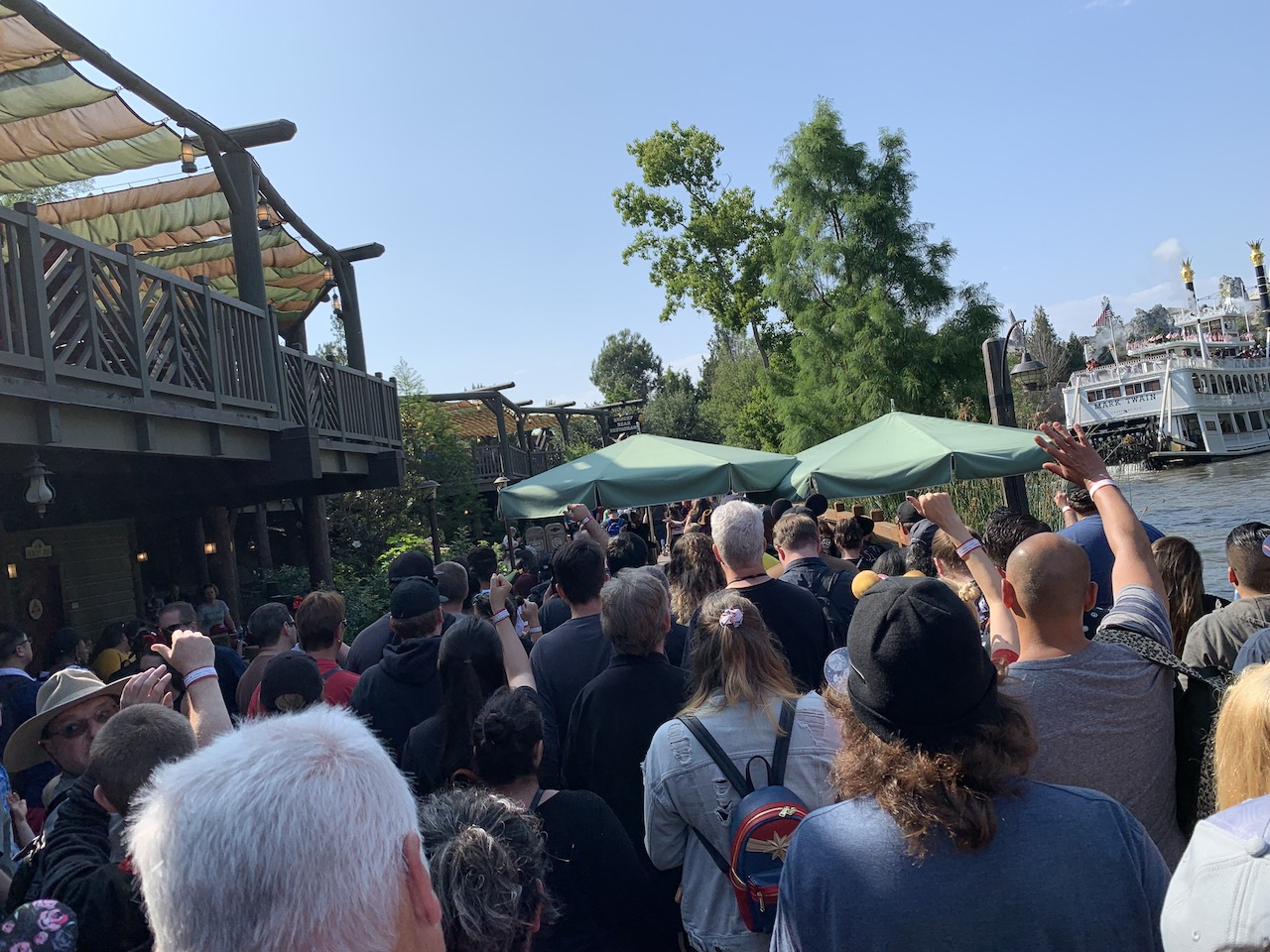 star wars land disneyland galaxys edge plan touring strategy 17 crowd.jpeg
