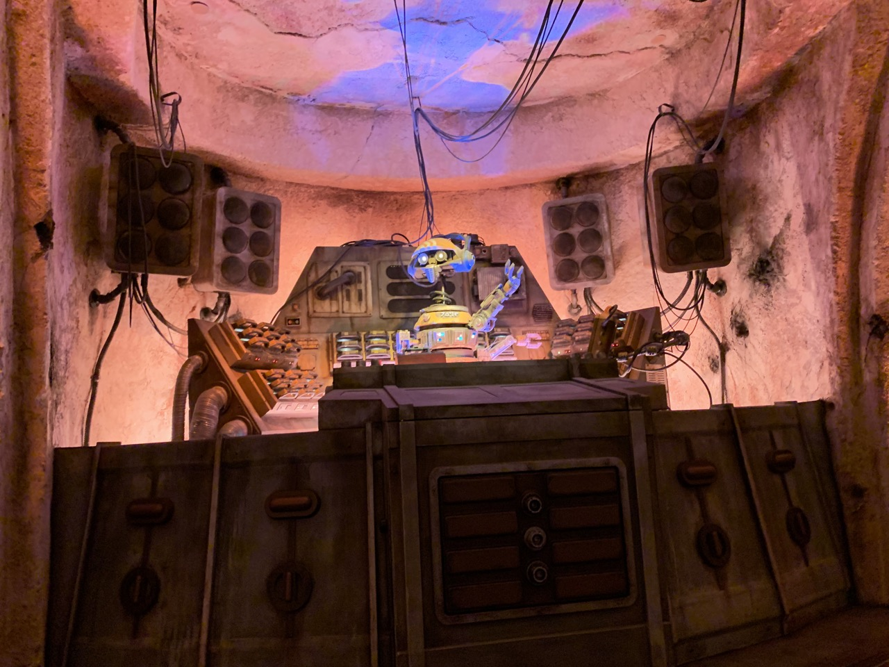 star wars land disneyland galaxys edge plan touring strategy 18 cantina 1.jpeg