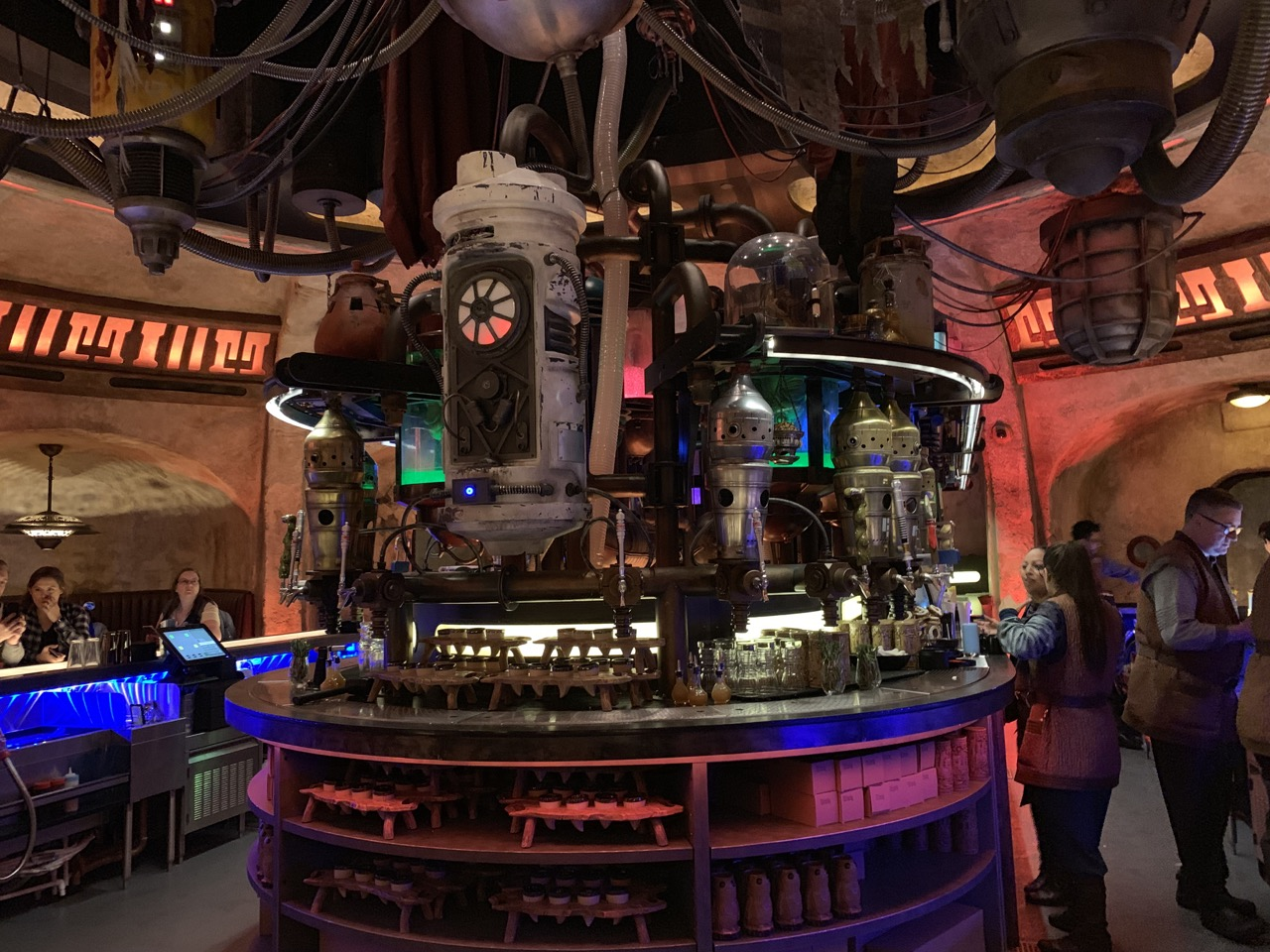 star wars land disneyland galaxys edge plan touring strategy 21 cantina.jpeg