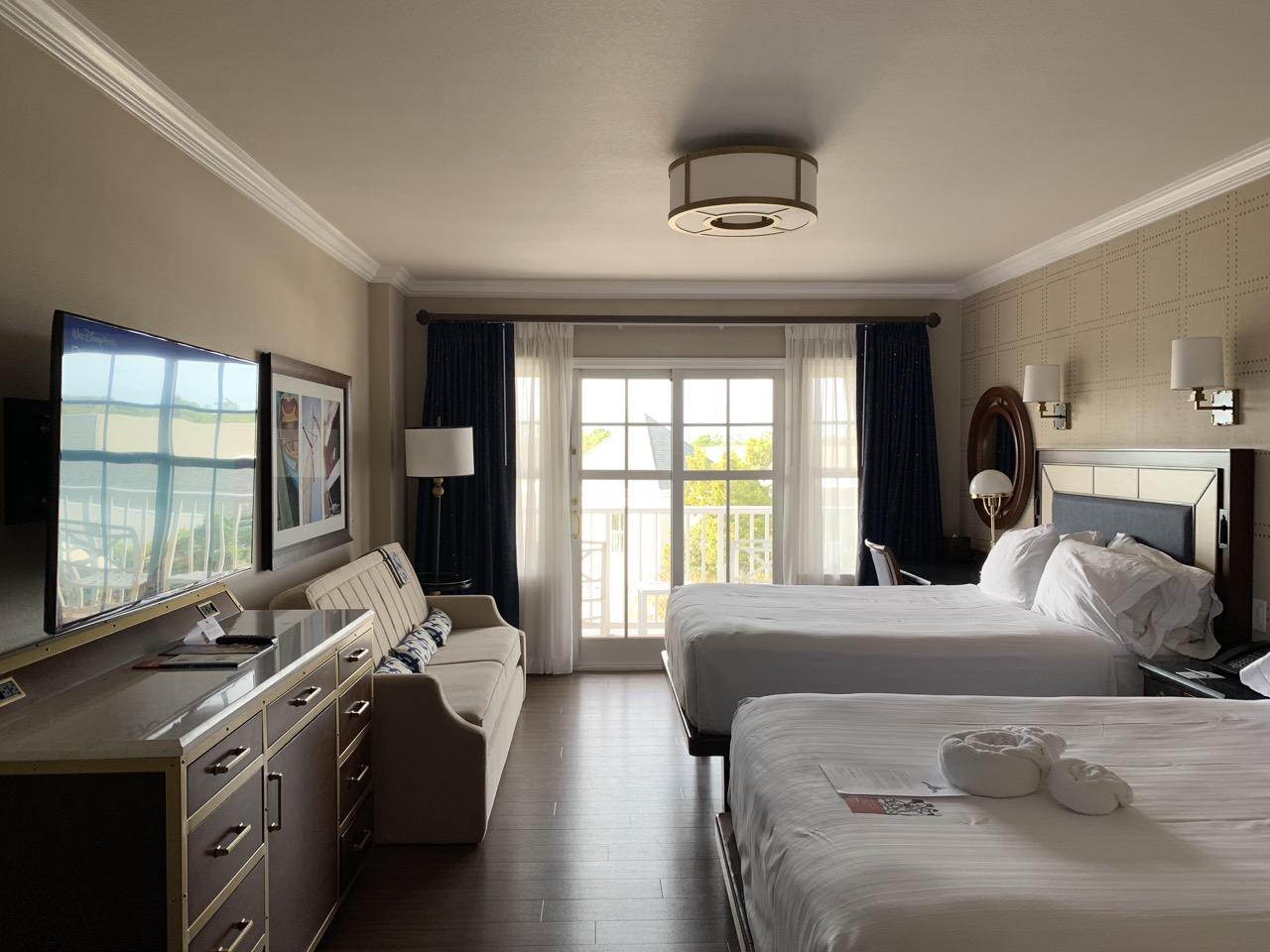 disney world best deluxe resort hotel ranking 05 yacht club room.jpeg