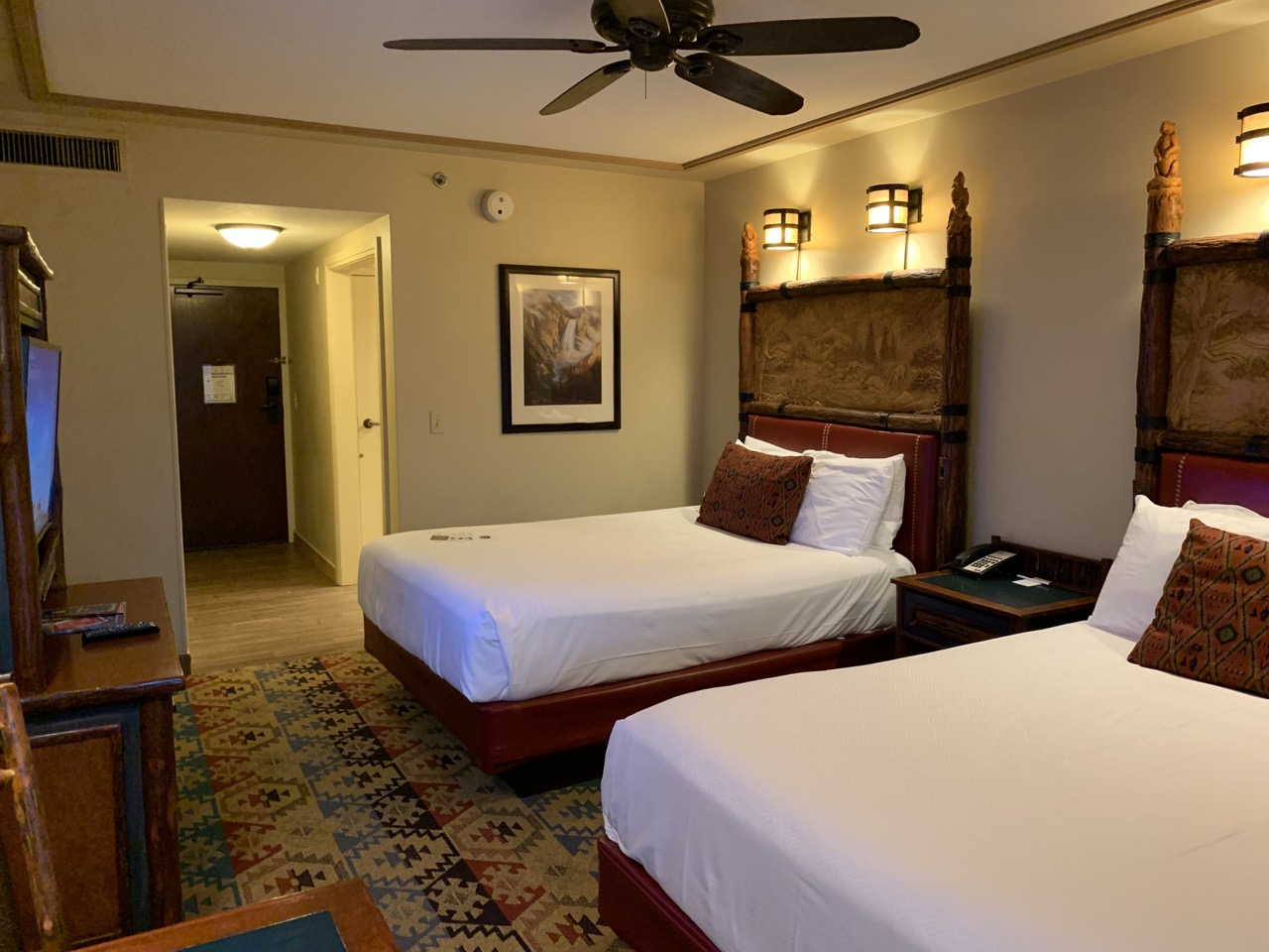 disney world best deluxe resort hotel ranking 07 wilderness lodge room.jpeg