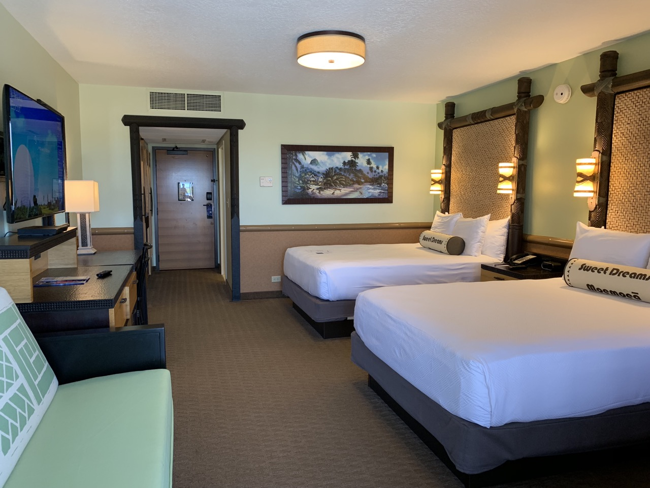 disney world best deluxe resort hotel ranking 09 polynesian room.jpeg