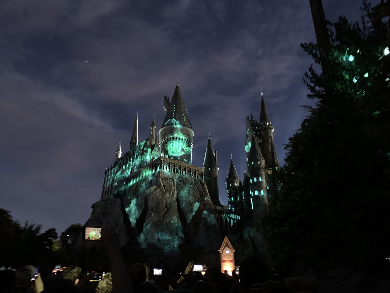 universal orlando summer 2019 trip report part 5 hogwarts lights.jpeg