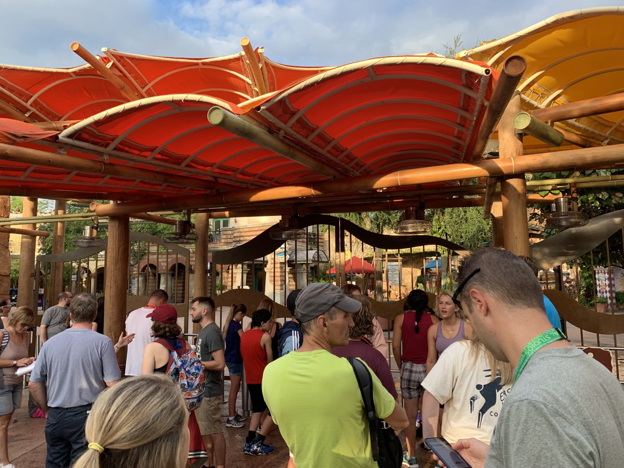 universal islands of adventure rope drop morning strategy 07 crowd.jpeg