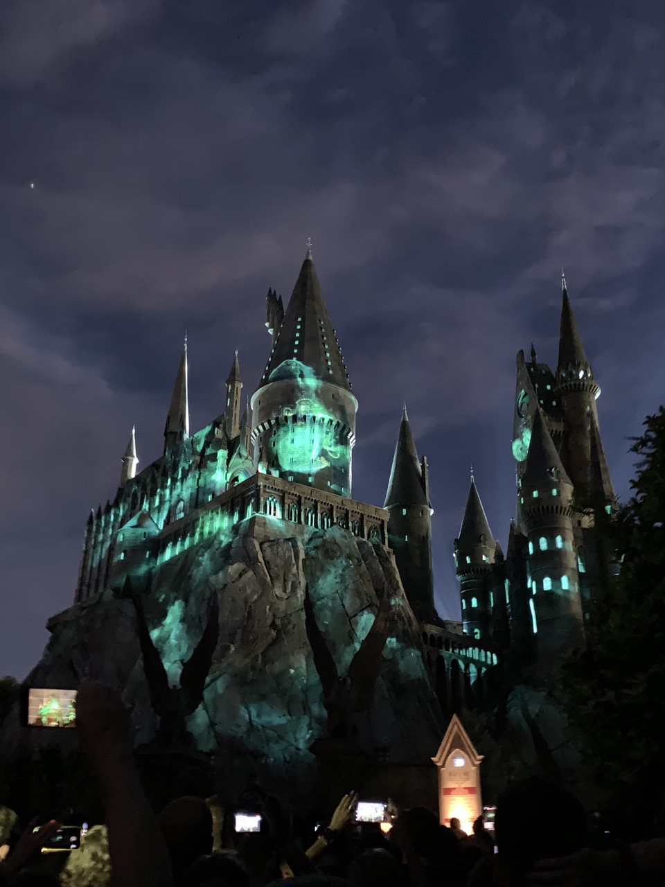 universal islands of adventure one day itinerary plan 11 nighttime hogwarts.jpeg
