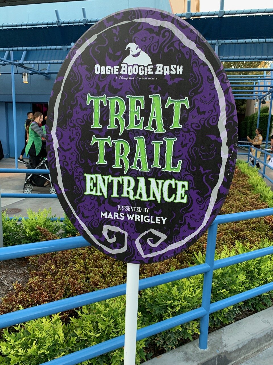 oogie boogie bash 07 treat trail entrance.jpeg