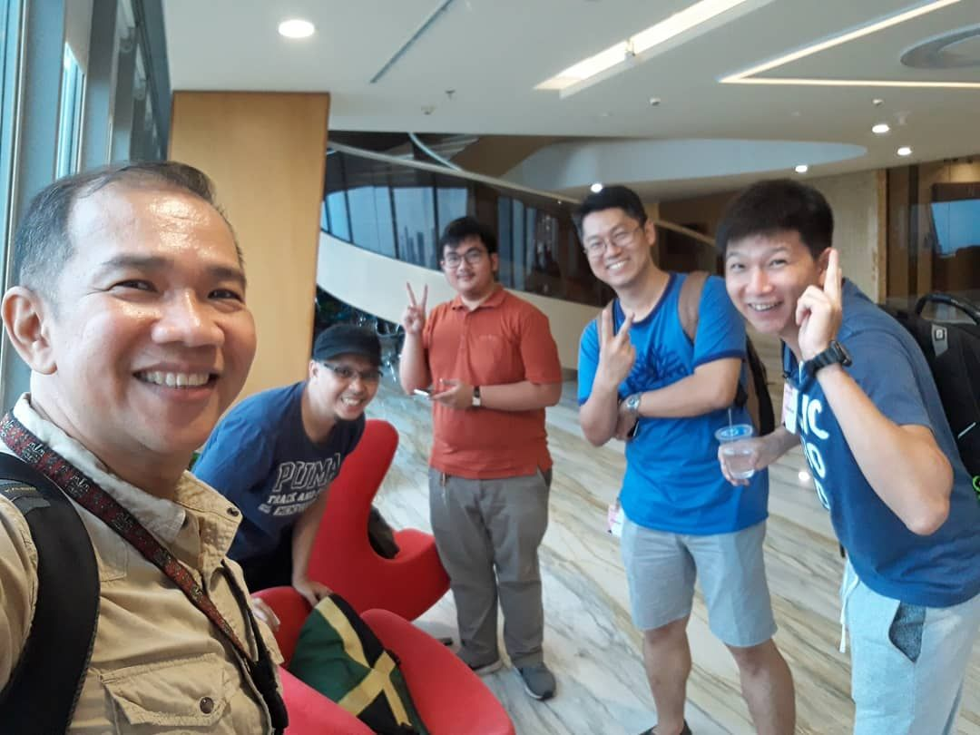 Glad to have met up with Hongky who worked as an architect for one of the biggest developer in JKT. With him around, we scale up to one of the tallest building in the city. Special thanks to Donald for coordinating our meet up. Its such a small world, we all mutually know one another's friends.