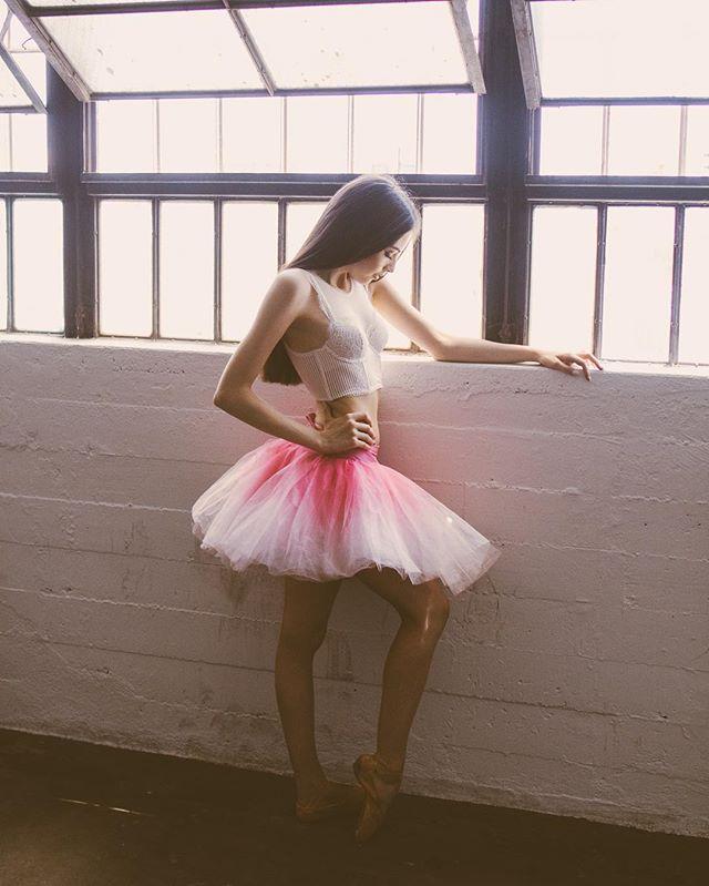 00:00 anyone still awake?  What are your weekend plans? ✨ 📸 @balletzaida #balletzaida #sophieduncan