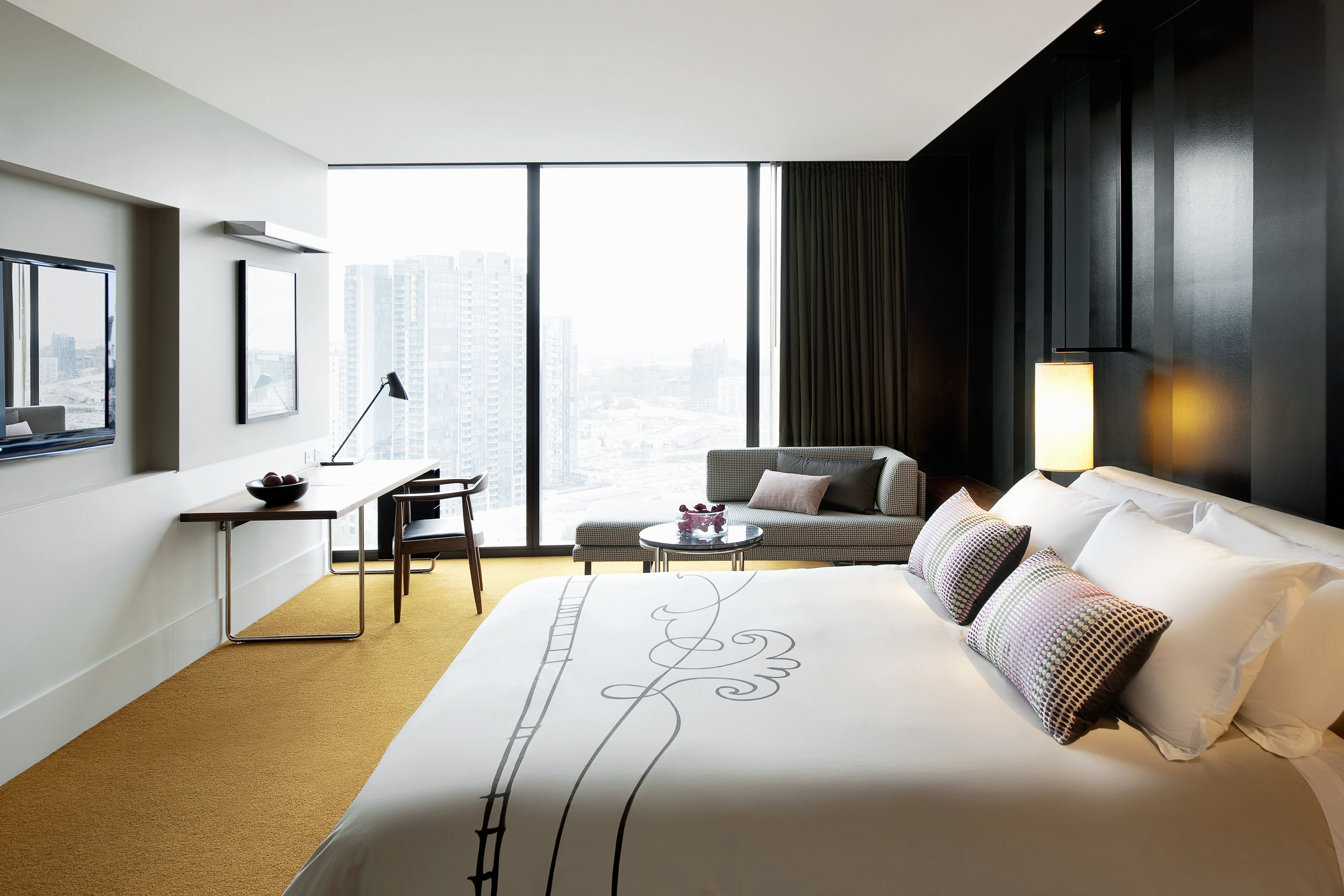 Crown Metropol Melbourne Luxe King 01.jpg
