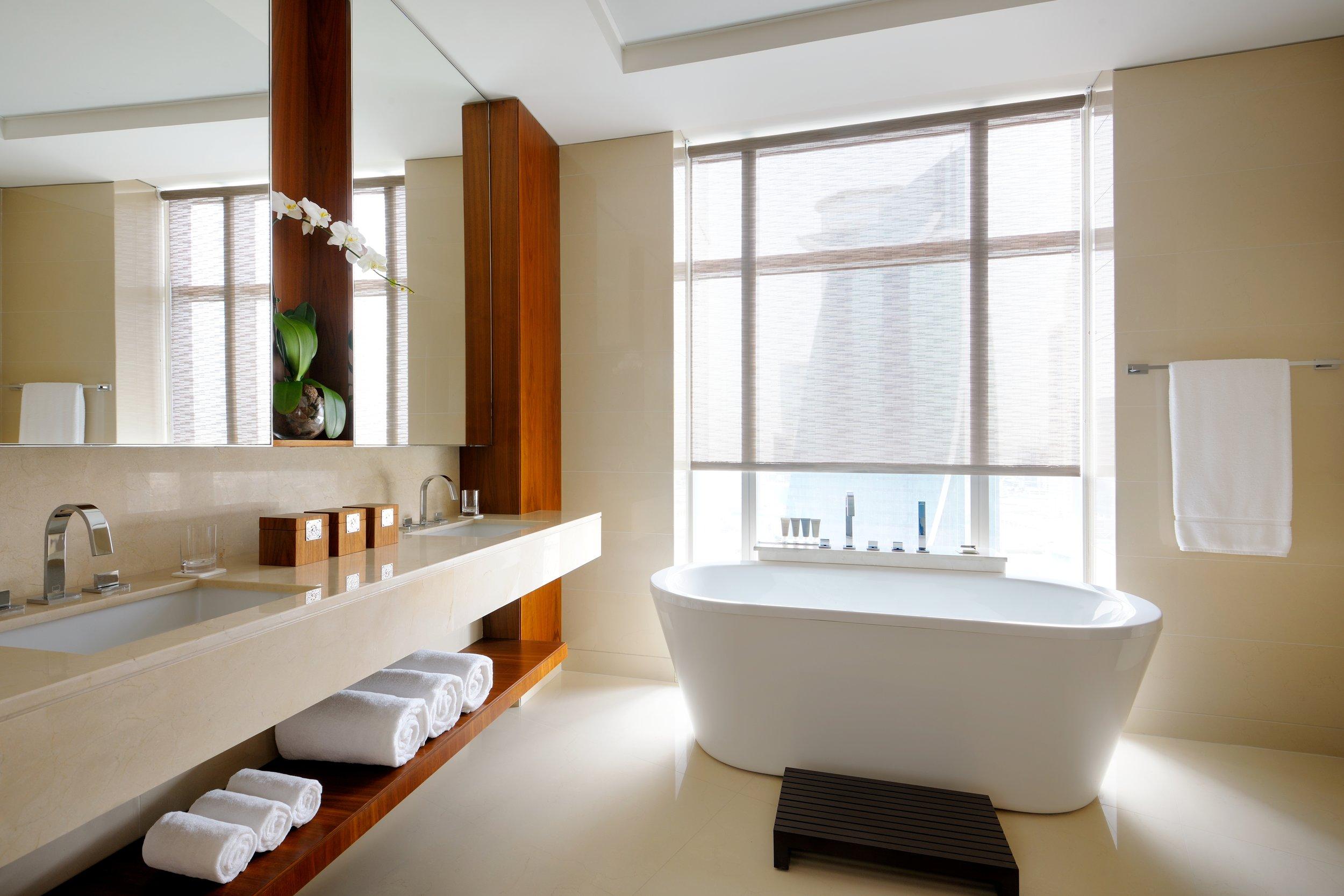 JWMM_ExecutiveSuite_Bathroom.JPG