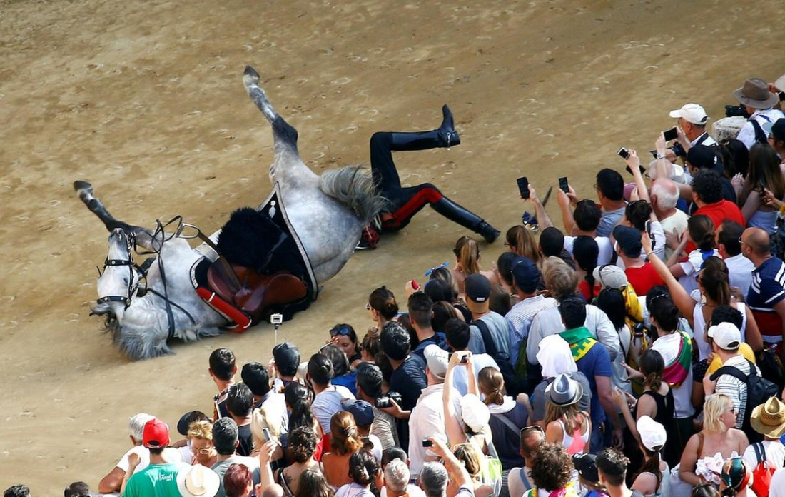 Policeman (Italian Carabinieri) falls from his horse prior to the race! (Stefano Rellandini / Reuters)