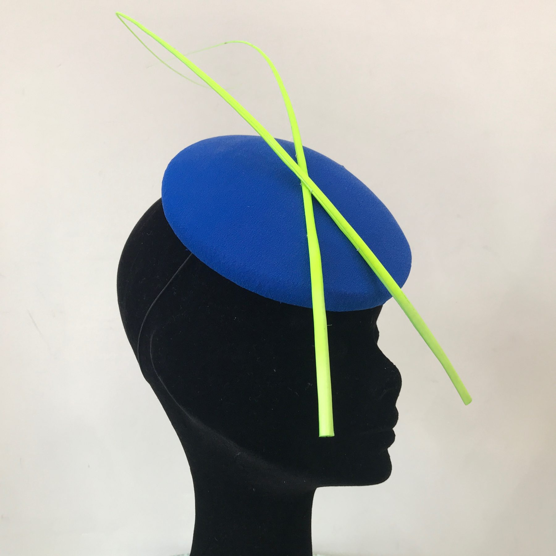 This gorgeous hat can be hired for £60 for the week from The Hat Club.