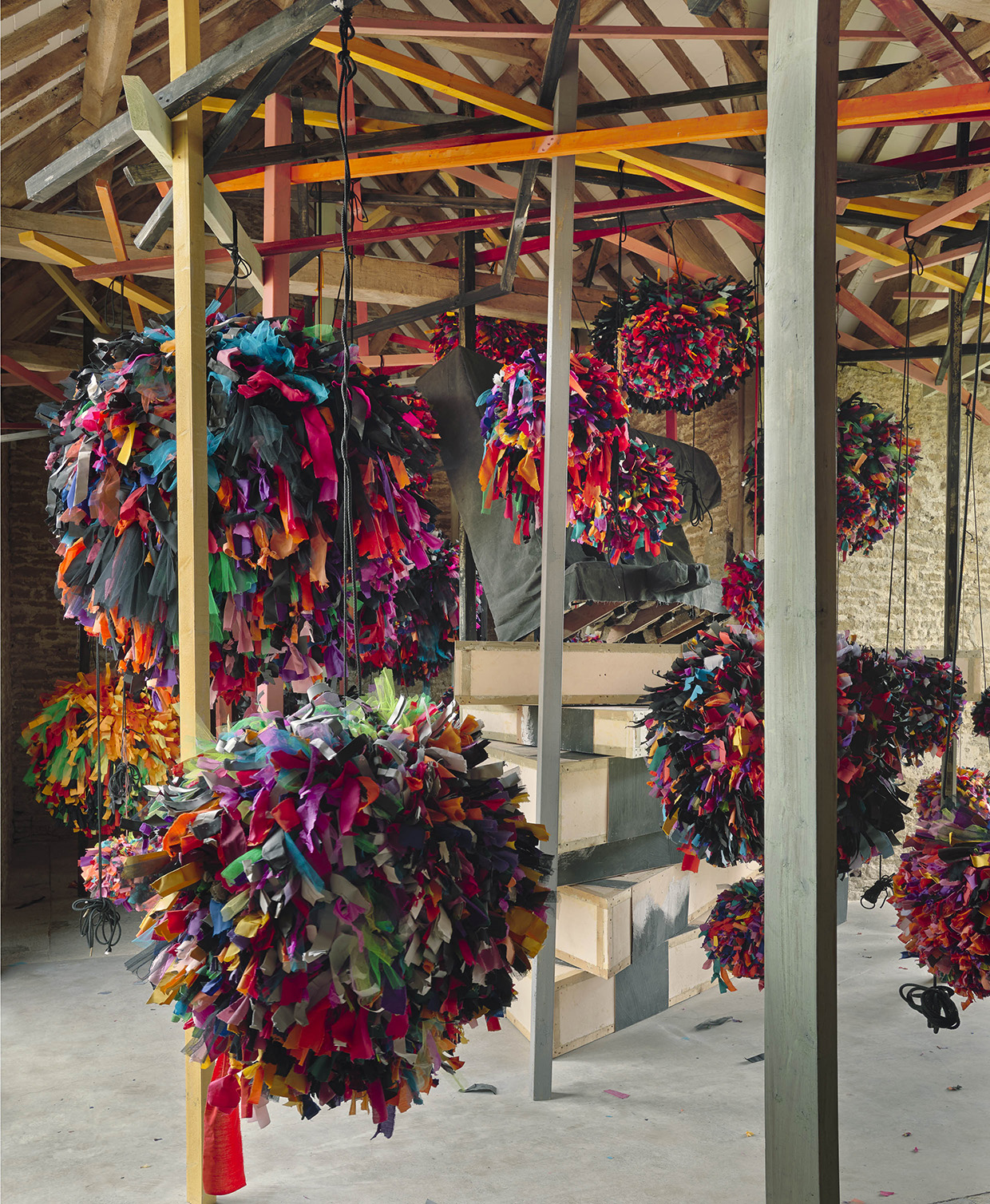 untitled: GIG  (detail), 2014, Phyllida Barlow, fabric, paper, cord, timber, paint. Installation view,  GIG , Hauser & Wirth Somerset, 2014. Photo: Alex Delfanne © Phyllida Barlow. Courtesy the artist and Hauser & Wirth