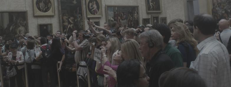 Visitantes fotografiando el cuadro de la Mona Lisa en el Museo del Louvre ©María Del Rincón