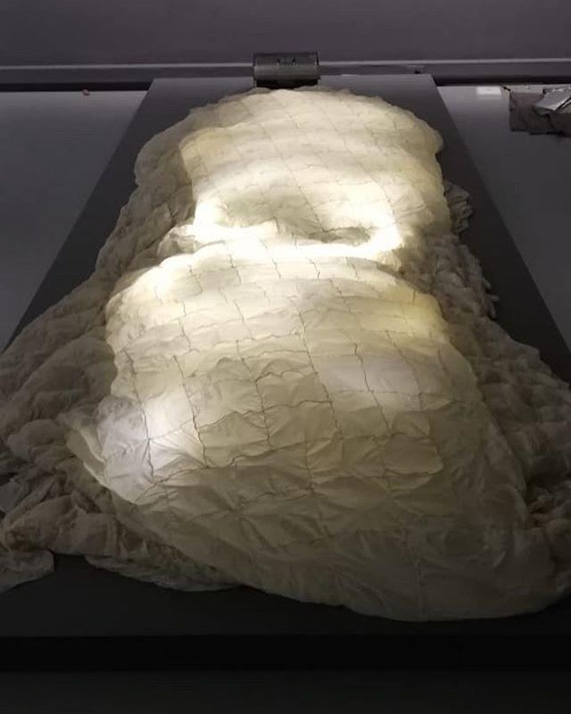 """El próximo jueves 17 de octubre en el centro de artes de la universidad @eafit se inaugurará """"Umbral 19 cuerpos"""" que contará con la participación de Leonel Castañeda y su obra de la serie """"Inventa anatómica""""."""